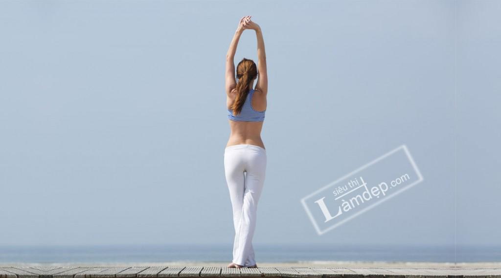 Giữ thẳng lưng để tăng chiều cao