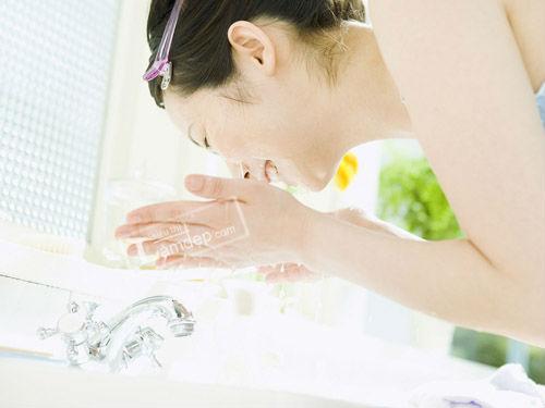5 Tuyệt Chiêu Rửa Mặt Dành Cho Phụ Nữ Đến 60 Tuổi Vẫn Không Có Nếp Nhăn