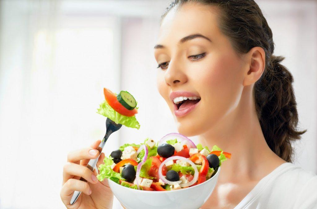 9 Mẹo Ăn Uống Đơn Giản Giúp Bạn Không Lo Tăng Cân