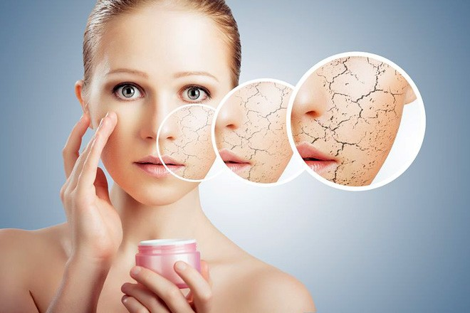 Sử dụng kem dưỡng ẩm để chăm sóc da mỗi ngày.