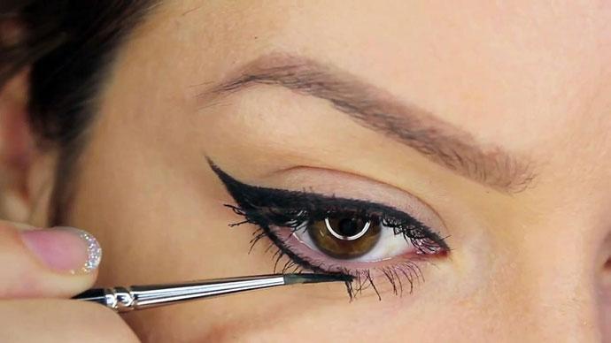 Những Mẹo Đơn Giản Giúp Bạn Kẻ Đường Eyeliner Chuyên Nghiệp Nhưng Vô Cùng Đơn Giản