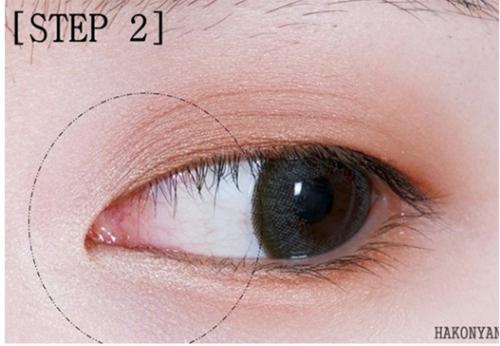 trang-diem-mat-cat-eye-cuc-don-gian-va-nhanh-chong-chi-trong-2-phut-5