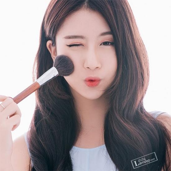 5-phut-make-up-cho-chi-em-xinh-tuoi-ban-ron-ngay-tet-1