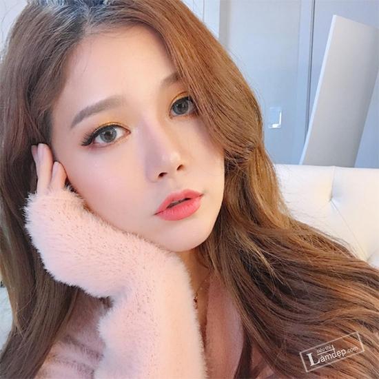muon-trang-diem-dep-theo-dung-chuan-han-quoc-hay-theo-doi-5-co-nang-beauty-blogger-sau-13