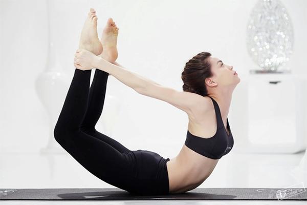 so-huu-vong-eo-quyen-ru-nho-3-bai-tap-yoga-giam-mo-bung-2