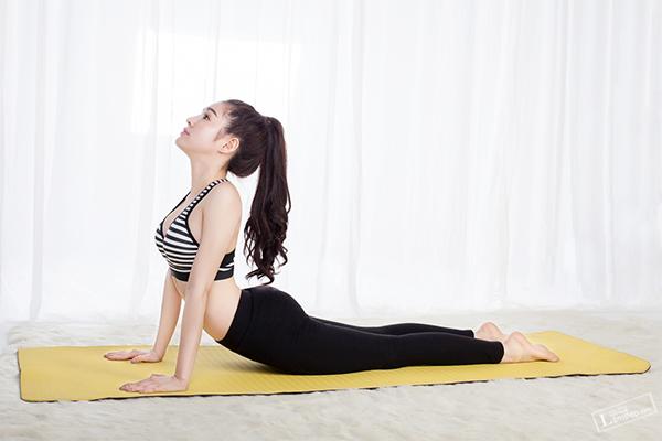 so-huu-vong-eo-quyen-ru-nho-3-bai-tap-yoga-giam-mo-bung-3