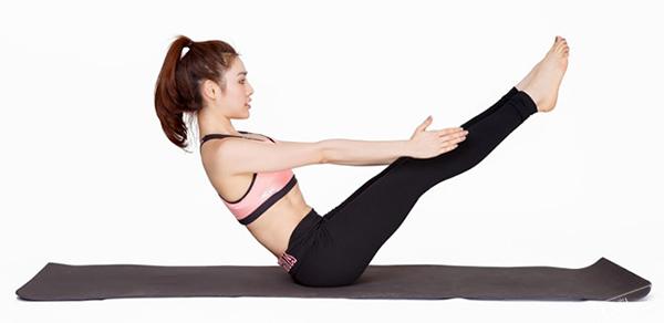 so-huu-vong-eo-quyen-ru-nho-3-bai-tap-yoga-giam-mo-bung-4