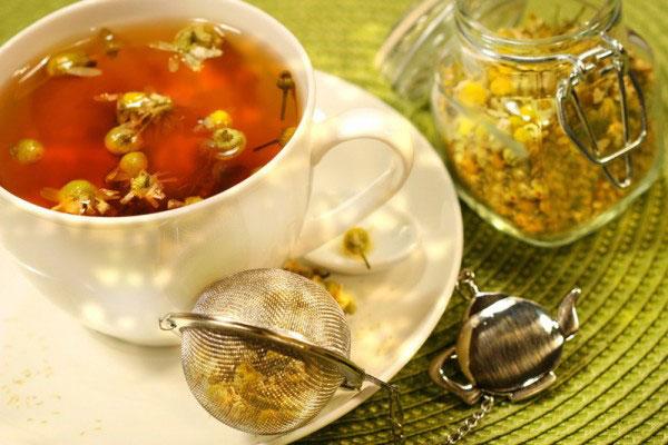 trà hoa cúc giúp thanh lọc giải nhiệt cho cơ thể